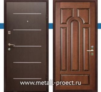 Входная дверь с молдингом