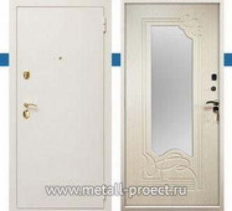 Белая входная дверь с зеркалом