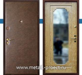 Дверь с большим зеркалом